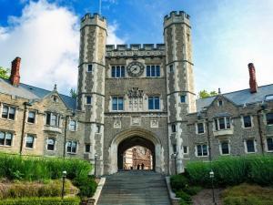 高校版大众点评网公布最佳美国大学排名,2021谁最有价值?