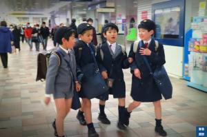 一年级的日本孩子就可以独立上下学?背后的原因更让人佩服