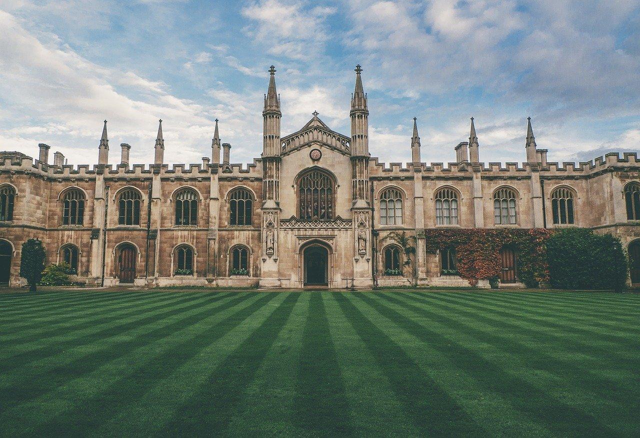 [美国留学]芝加哥大学本科费用是多少