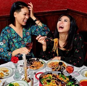 《绯闻女孩》华裔女星送盒饭,背后的故事很温暖