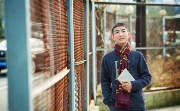 """陪伴儿子实现剑桥三一学院的""""数学梦"""",这位作家母亲说:""""玩""""才是我的教育观"""