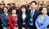 """这位BBC纪录片中赴英国""""支教""""的网红老师,坦言""""中西融合""""才是最好的数学教育"""